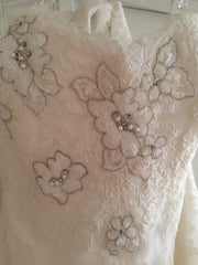 Enzoani 'Fiji-D' size 6 new wedding dress close up of fabric
