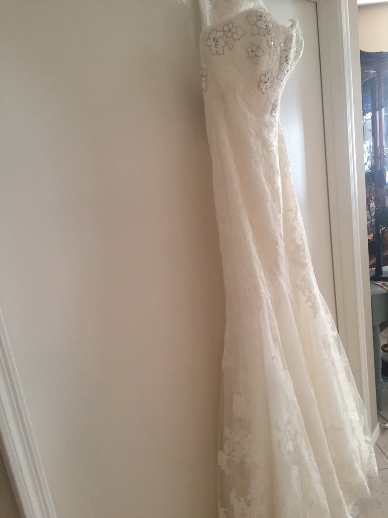 Enzoani 'Fiji-D' size 6 new wedding dress front view on hanger