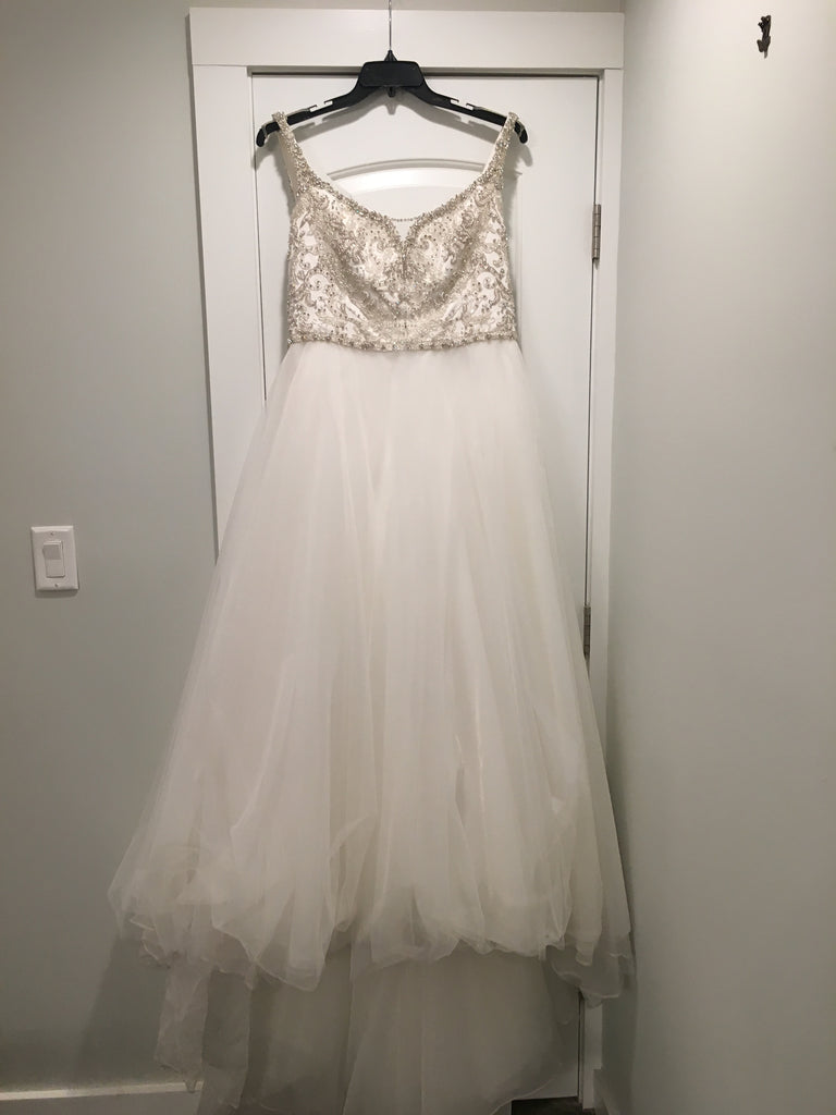 Michelle Roth 'Vanessasax' size 12 used wedding dress front view on hanger