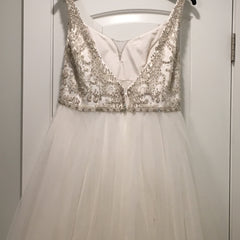 Michelle Roth 'Vanessasax' size 12 used wedding dress back view on hanger