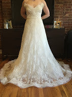 Load image into Gallery viewer, Monique Lhuillier 'Promise' - Monique Lhuillier - Nearly Newlywed Bridal Boutique - 3