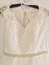 Load image into Gallery viewer, Allure '9142' size 6 new wedding dress front view on hanger
