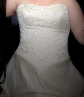 Da Vinci '8221' size 14 used wedding dress front view close up on bride