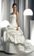 Da Vinci '8221' size 14 used wedding dress front view on model