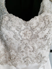 Justin Alexander 'Elida' size 4 new wedding dress front view of bodice