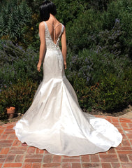 Justin Alexander 'Elida' size 4 new wedding dress back view on model