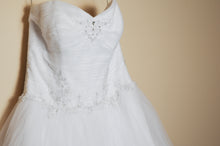 Load image into Gallery viewer, Jewel 'Strapless Tiered Tulle' size 14 used wedding dress front view on hanger