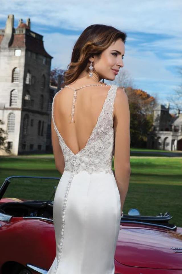 Justin Alexander 'Elida' size 4 new wedding dress back view close up of model