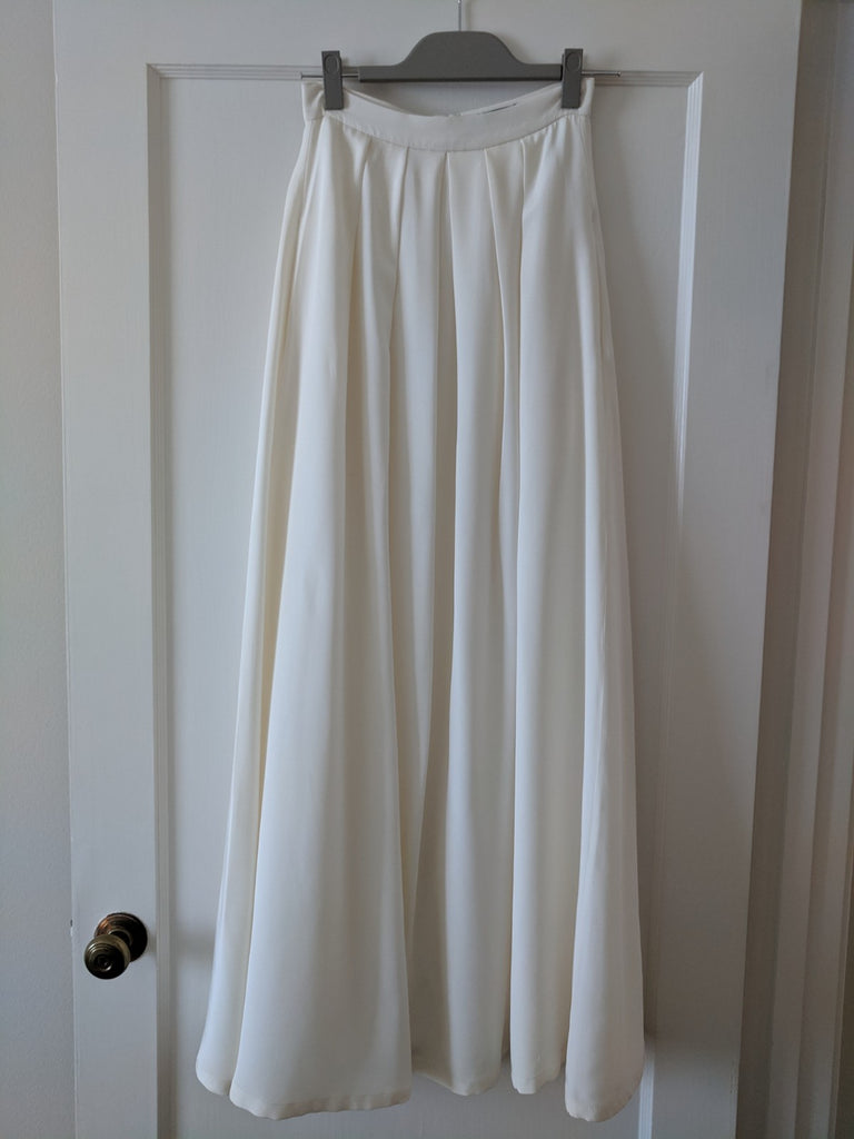 Kaviar Gauche 'Mystic Rose' size 2 used wedding dress front view of skirt