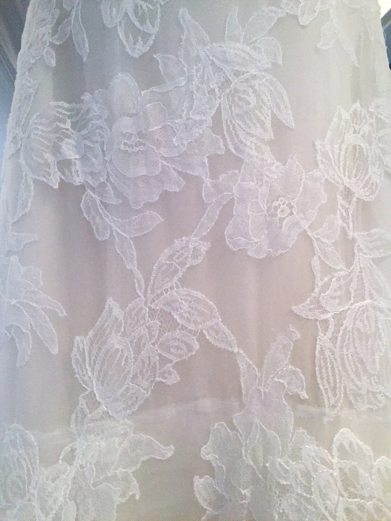 Vera Wang 'Leda' size 6 used wedding dress close up of fabric