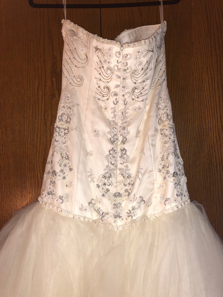 Exquisite Bride 'Zoe' size 10 new wedding dress back view close up