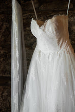 Load image into Gallery viewer, Monique Lhuillier 'Darling' - Monique Lhuillier - Nearly Newlywed Bridal Boutique - 2