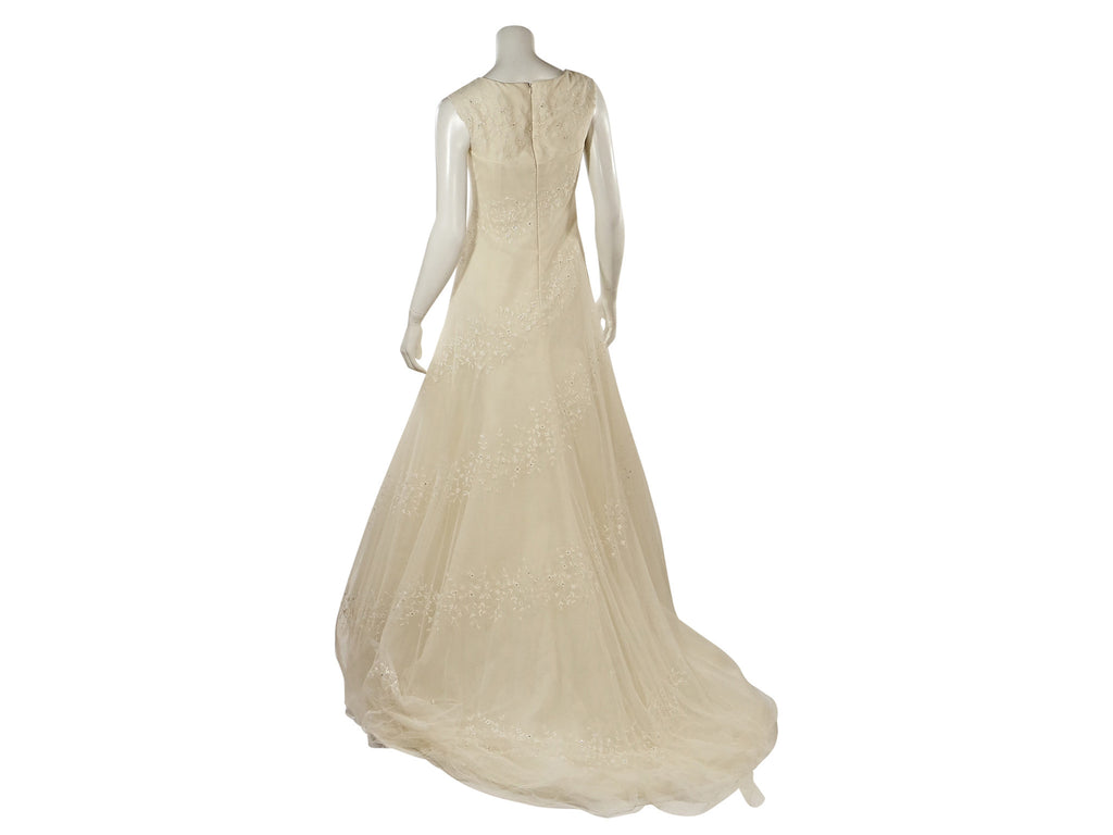 Vera Wang Boatneck size 6 used wedding dress Nearly Newly Wed
