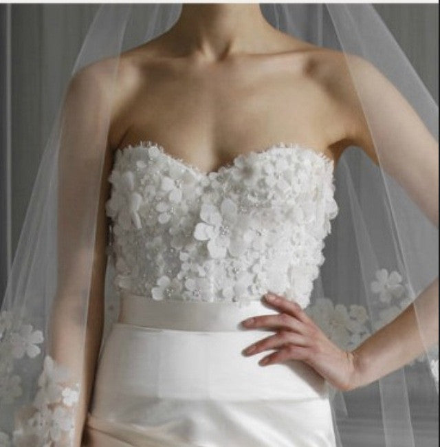 Monique Lhuillier 'Poppy' size 2 new wedding dress front view close up on model