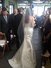 Load image into Gallery viewer, Oscar De La Renta Style 44N48 - Oscar de la Renta - Nearly Newlywed Bridal Boutique - 5