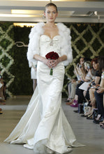 Load image into Gallery viewer, Oscar De La Renta Style 44N48 - Oscar de la Renta - Nearly Newlywed Bridal Boutique - 8