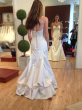 Load image into Gallery viewer, Oscar De La Renta Style 44N48 - Oscar de la Renta - Nearly Newlywed Bridal Boutique - 6