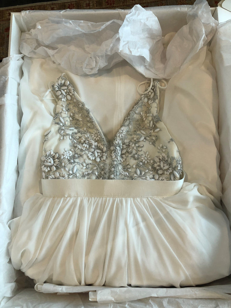 Truvelle 'Alexandra' size 6 used wedding dress front view in box