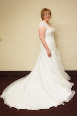 More Lee 'Ivory' size 16 used wedding dress side view on bride