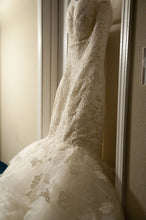 Load image into Gallery viewer, Oscar de la Renta '44N44' - Oscar de la Renta - Nearly Newlywed Bridal Boutique - 7