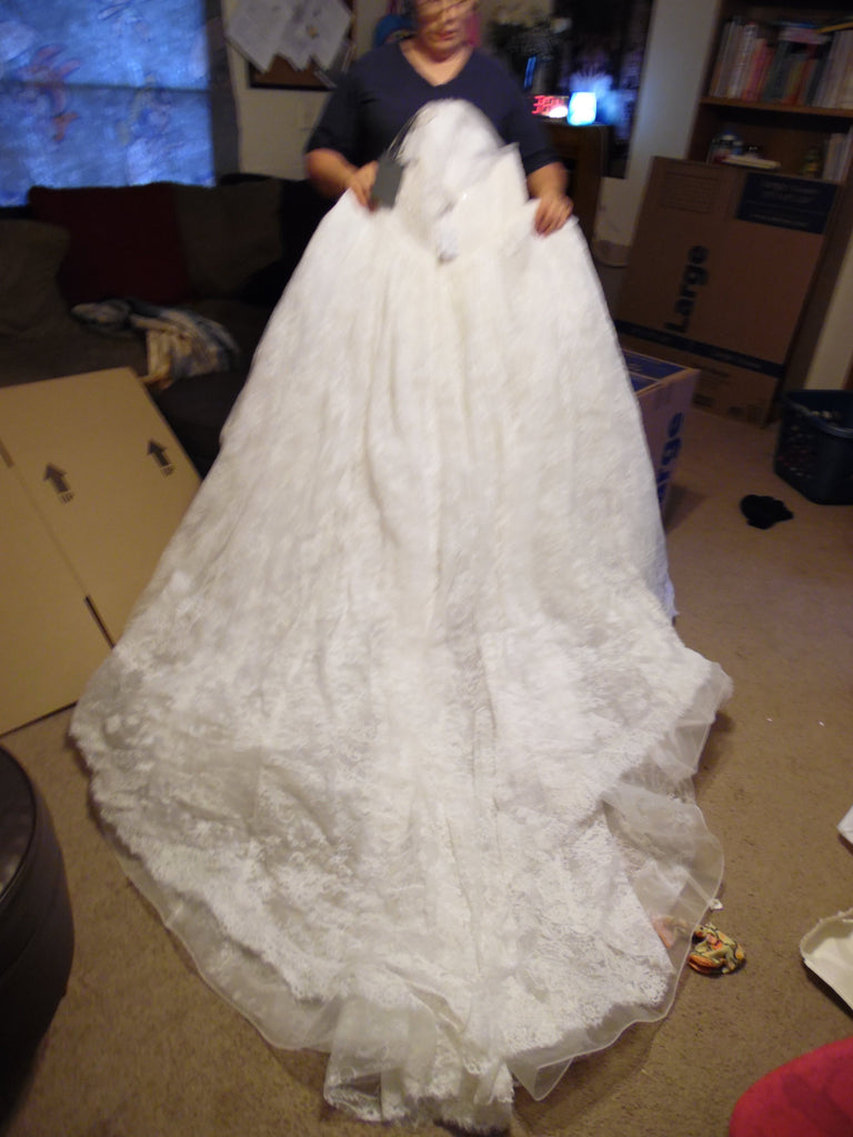 Vera Wang White 'Ball Gown' size 14 new wedding dress back view