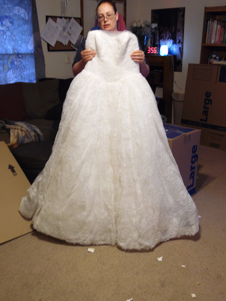 Vera Wang White \'Ball Gown\' size 14 new wedding dress - Nearly Newlywed