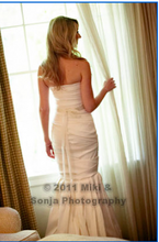 Load image into Gallery viewer, Vera Wang 'Ethel' - Vera Wang - Nearly Newlywed Bridal Boutique - 2