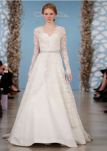 Load image into Gallery viewer, Oscar de la Renta 'Alicia' - Oscar de la Renta - Nearly Newlywed Bridal Boutique - 3