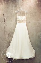 Load image into Gallery viewer, Monique Lhuillier 'Bliss' 0902 Wedding Dress - Monique Lhuillier - Nearly Newlywed Bridal Boutique - 2