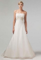 Monique Lhuillier 'Bliss' 0902 Wedding Dress - Monique Lhuillier - Nearly Newlywed Bridal Boutique - 1