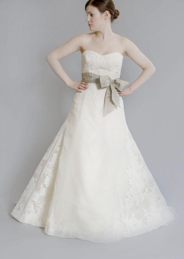 Vera Wang Luxe 'Whitney' Lace Dress - Vera Wang - Nearly Newlywed Bridal Boutique - 4