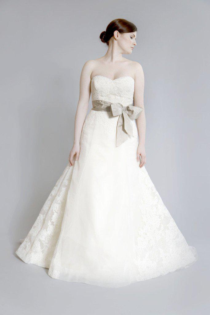 Vera Wang Luxe 'Whitney' Lace Dress - Vera Wang - Nearly Newlywed Bridal Boutique - 1