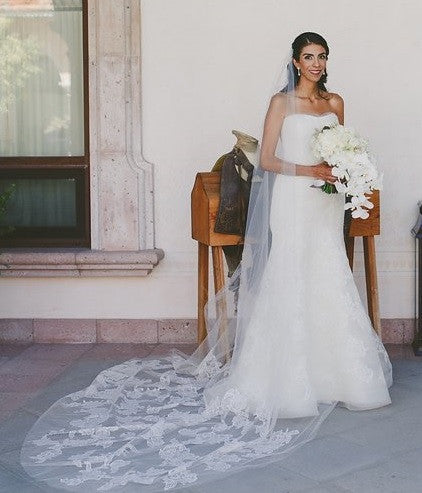 Vera Wang 'Leda' size 6 used wedding dress front view on bride