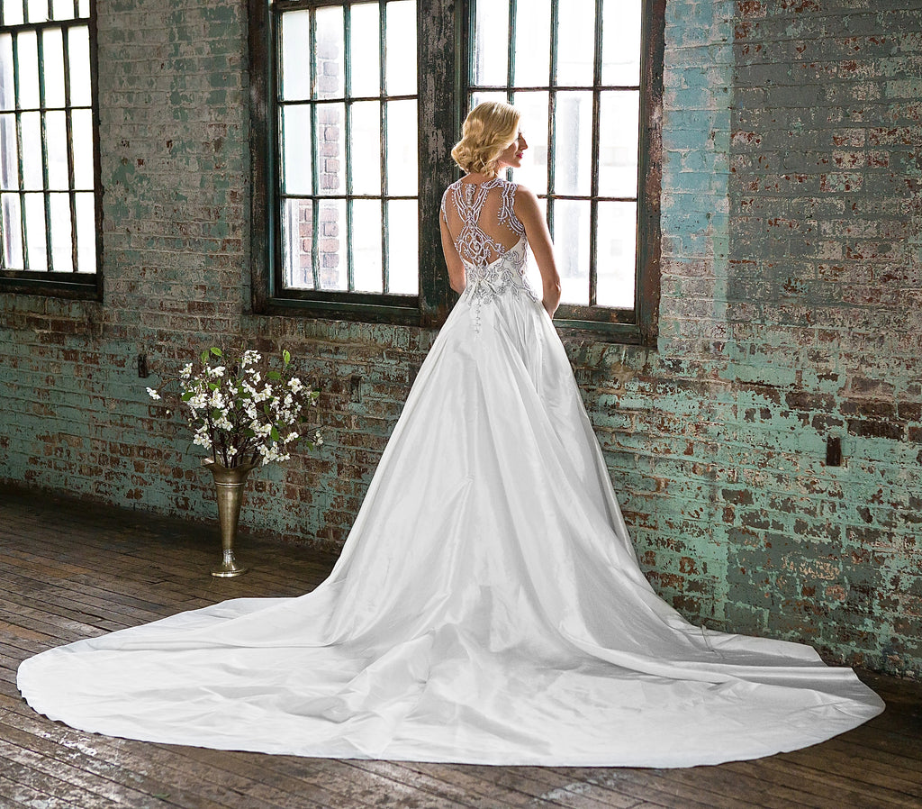 Veluz Reyes Wedding Gown: Veluz Reyes 'Bettina' Size 4 Sample Wedding Dress