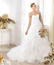Load image into Gallery viewer, Pronovias 'Leiben' - Pronovias - Nearly Newlywed Bridal Boutique - 1