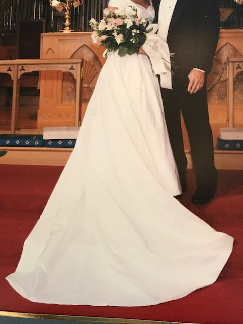 Christian Diilk Carmeuse' size 2 used wedding dress front view of train