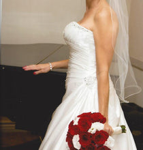 Load image into Gallery viewer, Essence of Australia '1052' - essence of australia - Nearly Newlywed Bridal Boutique - 4