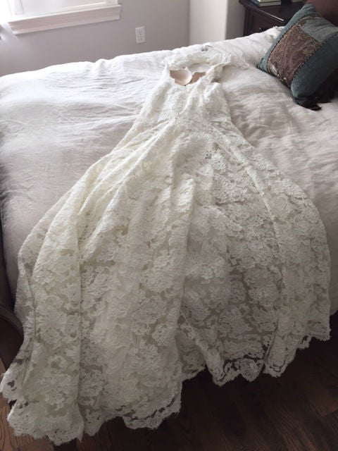 Monique Lhuillier 'Scarlet' size 2 used wedding dress view of lace