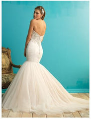 Allure Bridals '9258' size 12 used wedding dress back view on model