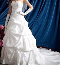 Load image into Gallery viewer, David's Bridal 'WG3239' - David's Bridal - Nearly Newlywed Bridal Boutique - 2