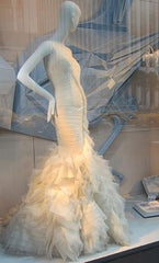 Vera Wang 'June 121712' - Vera Wang - Nearly Newlywed Bridal Boutique - 5