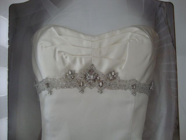 Rivini 'Etoile' size 2 used wedding dress front view close up