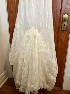 David's Bridal 'Lace Strapless' size 8 used wedding dress view of train