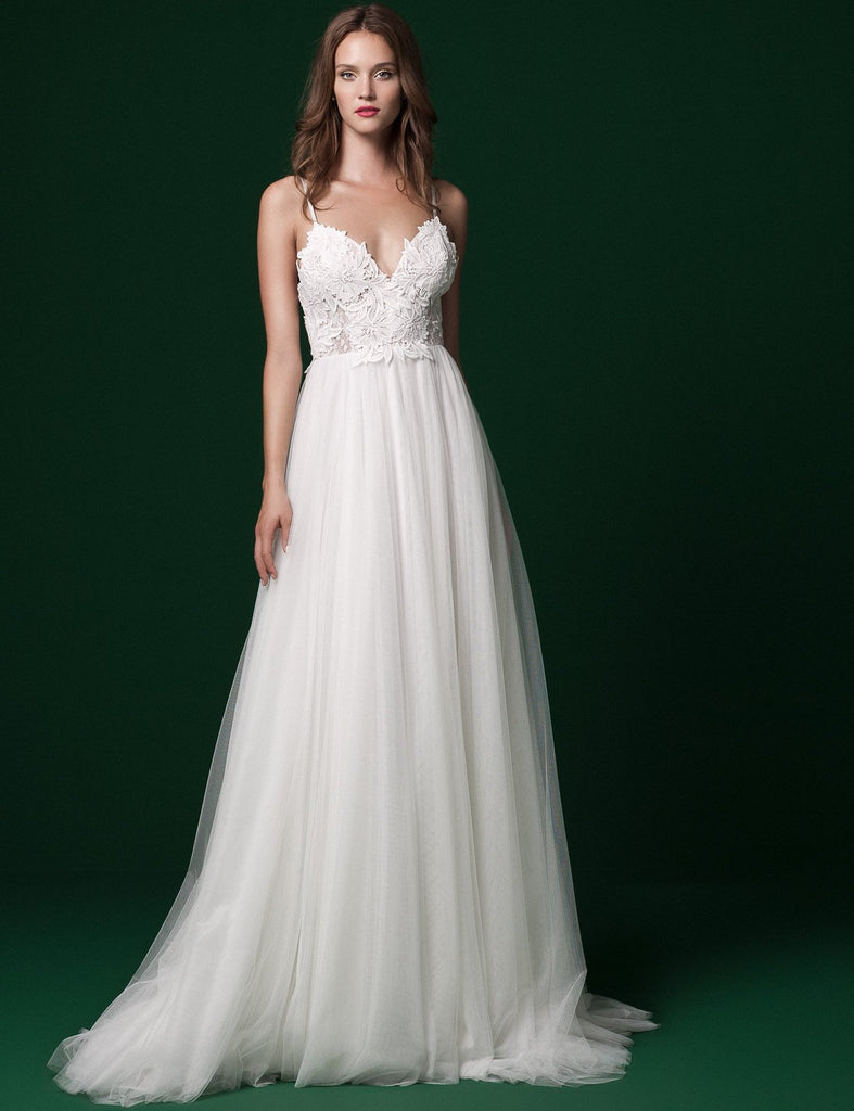 Daalarna 'PRD 233' size 6 used wedding dress front view on model