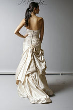 Load image into Gallery viewer, St. Pucchi Style Z366 - St Pucchi - Nearly Newlywed Bridal Boutique - 2
