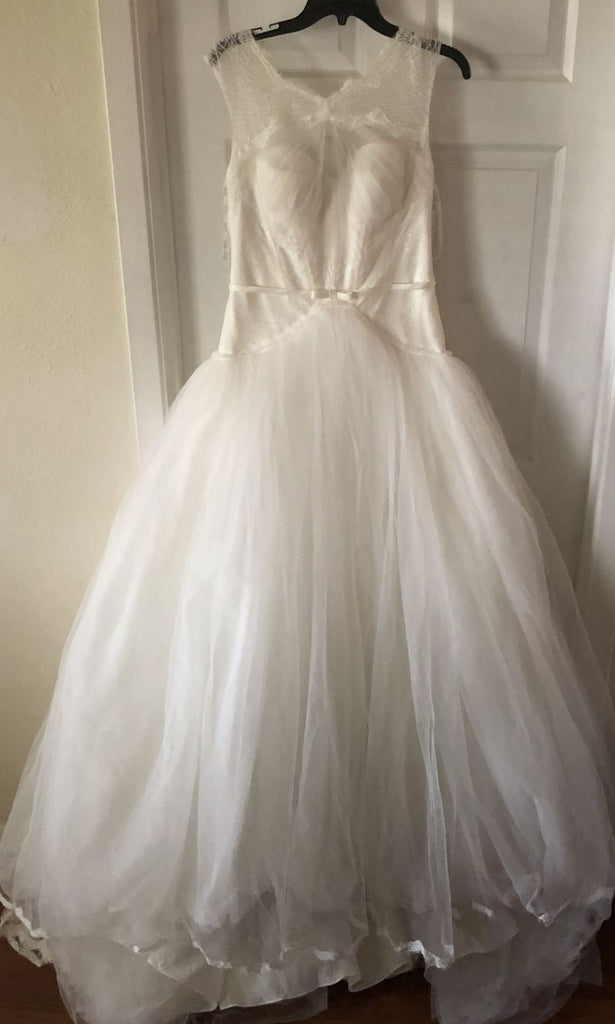Zac Posen '345016' size 8 new wedding dress front view on hanger