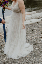 Load image into Gallery viewer, Allure Bridals 'Wilderly / Aria' size 16 used wedding dress side view on bride