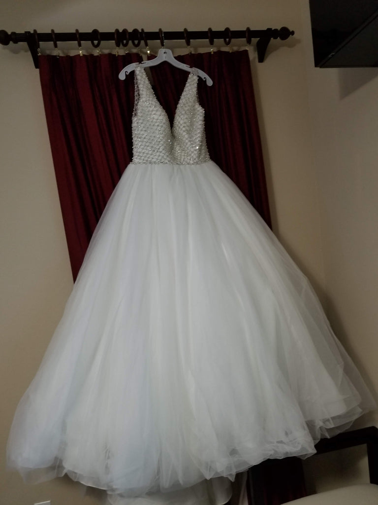 Alfred Angelo 'Sapphire' size 10 new wedding dress front view on hanger