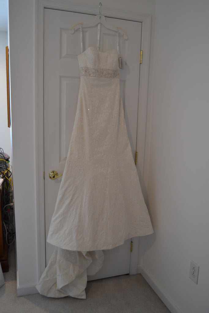 ce8211e8de35 Oleg Cassini 'Strapless Brocade' size 4 new wedding dress front view on  hanger