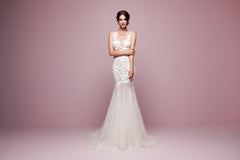Daalarna 'FLW 905' size 6 sample wedding dress front view on model